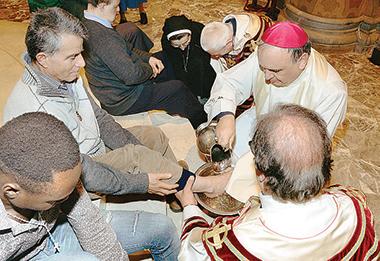 La lavanda. Mons. Marco Brunetti, Vescovo di Alba. © foto di Severino Marcato