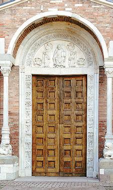 Portale della Basilica abbaziale di Nonantola (Modena).