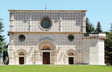 La Basilica di Santa Maria di Collemaggio, L'Aquila. Foto Wikipedia